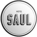 מגנטים לחולצות של עובדי מלון בוטיק SAUL בתל אביב