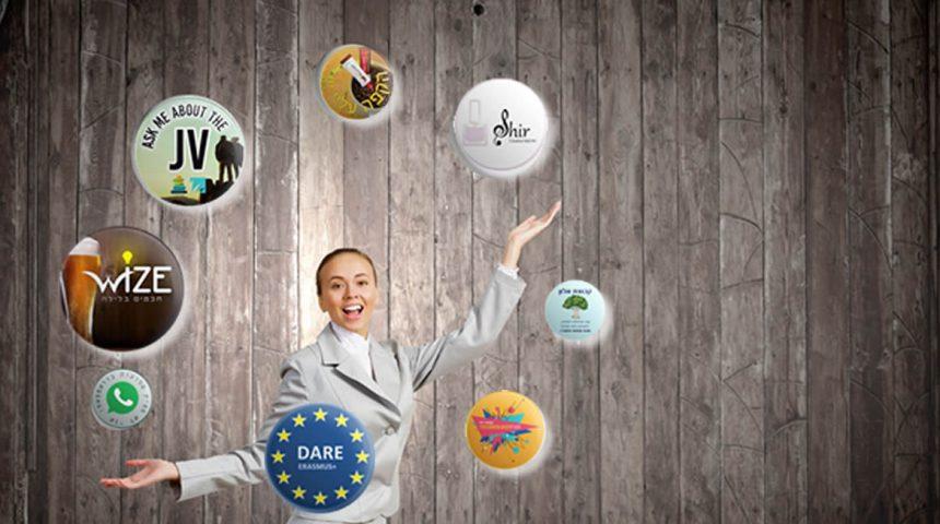 עשר דרכים לקידום עסקים בעזרת סיכות דש ומוצרי וכפתור